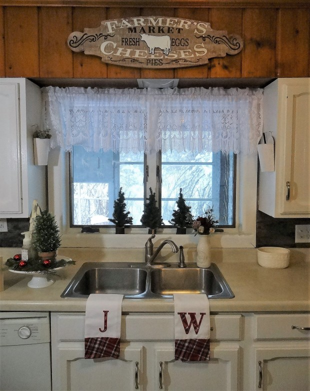 mbtour2 knotty pine kitchen
