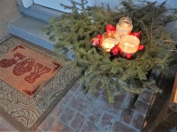 mbtour2 wreath front porch.JPG